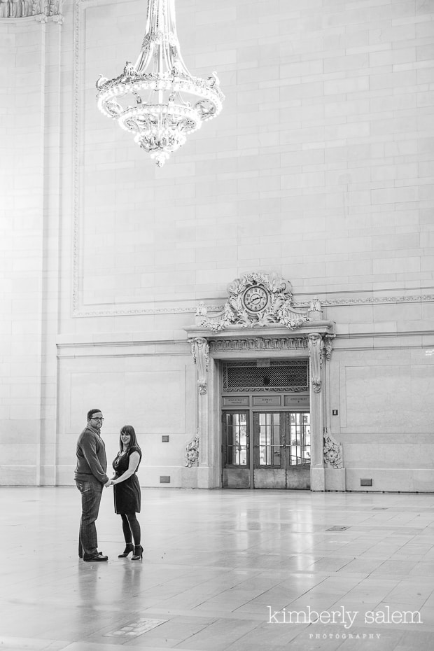 engaged couple in Grand Central - chandelier (black and white)
