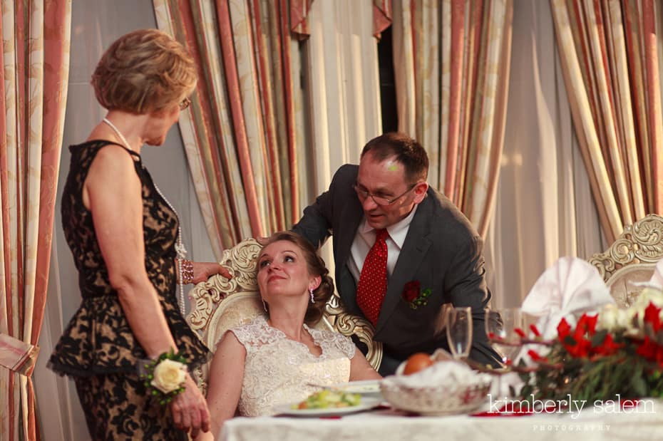 bride chats with her parents